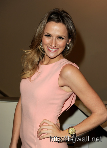 Shantel Vansanten Actress Shantel Vansanten Poses At The Cws