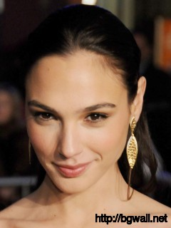 Gal Gadot Cute Close-Up Wallpaper