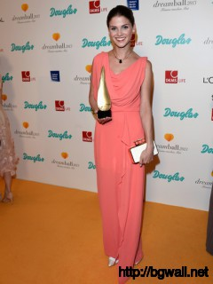 Lisa Tomaschewsky Attends The Dreamball 2013 Charity Gala At Ritz Full Size