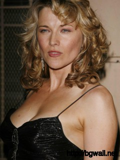 Lucy Lawless Hot Photo for Mobile