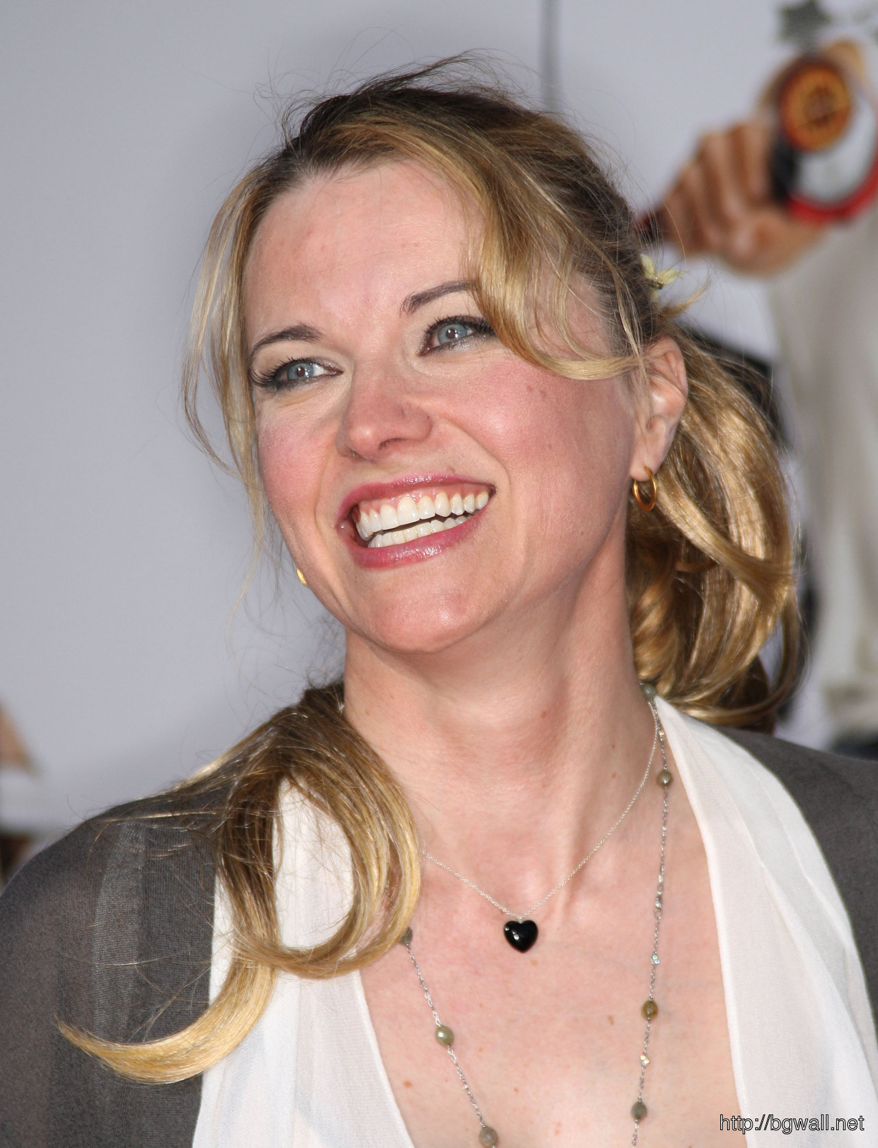Lucy Lawless Laughing Lout Wallpaper