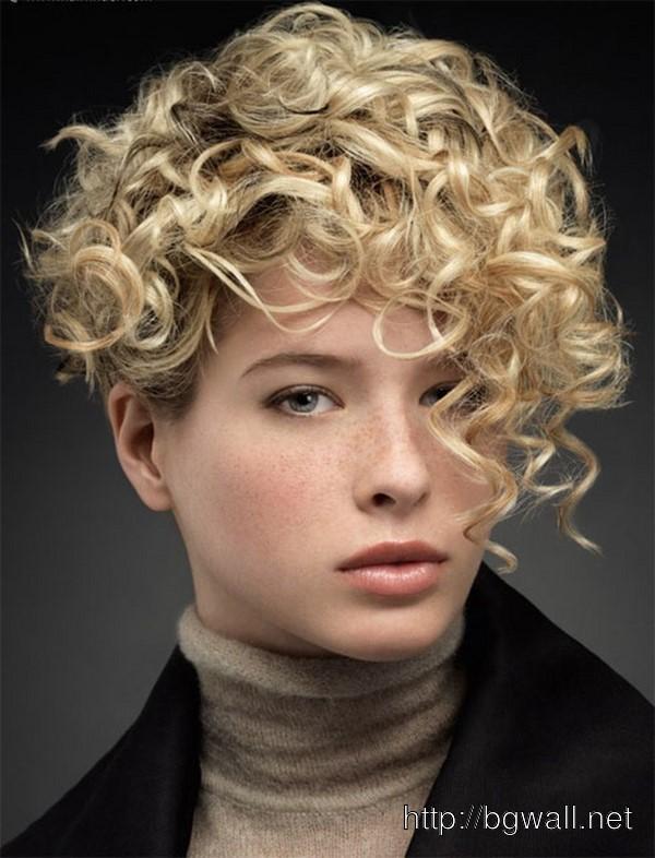 asymmetrical-short-curly-haircut