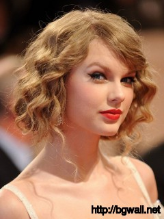 cute-hairstyle-ideas-for-short-and-curly-hair