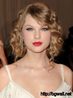 easy-hairstyle-ideas-for-short-curly-hair