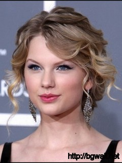 elegant-hairstyle-ideas-for-short-curly-hair