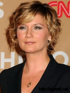 modern-short-curly-haircut