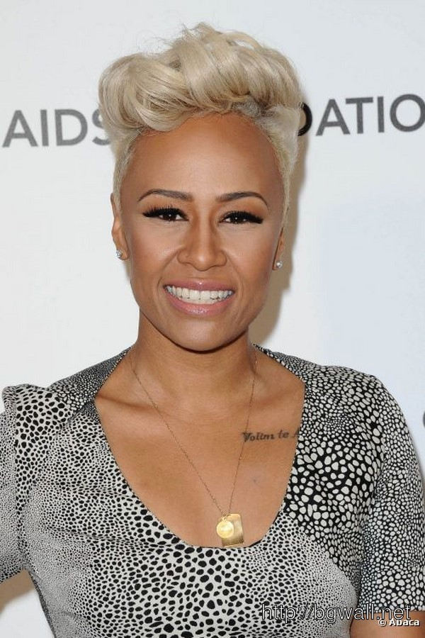 short-black-hair-with-blonde-tips