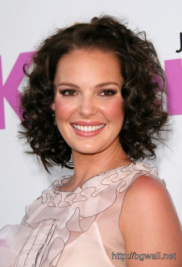 short-hairstyle-ideas-for-long-faces-and-curly-hair