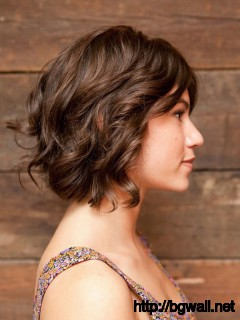short-layered-haircut-for-wavy-hair