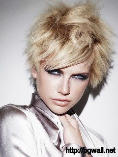 short-layered-hairstyle-ideas-with-bangs-for-fine-hair