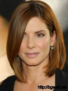 short-to-medium-layered-haircut