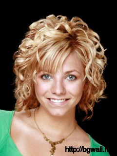 short-to-medium-length-hairstyle-ideas-for-curly-hair