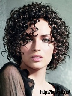 trendy-short-haircut-for-curly-hair