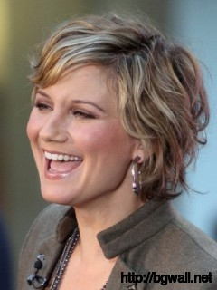 wavy-short-layered-hairstyle-ideas