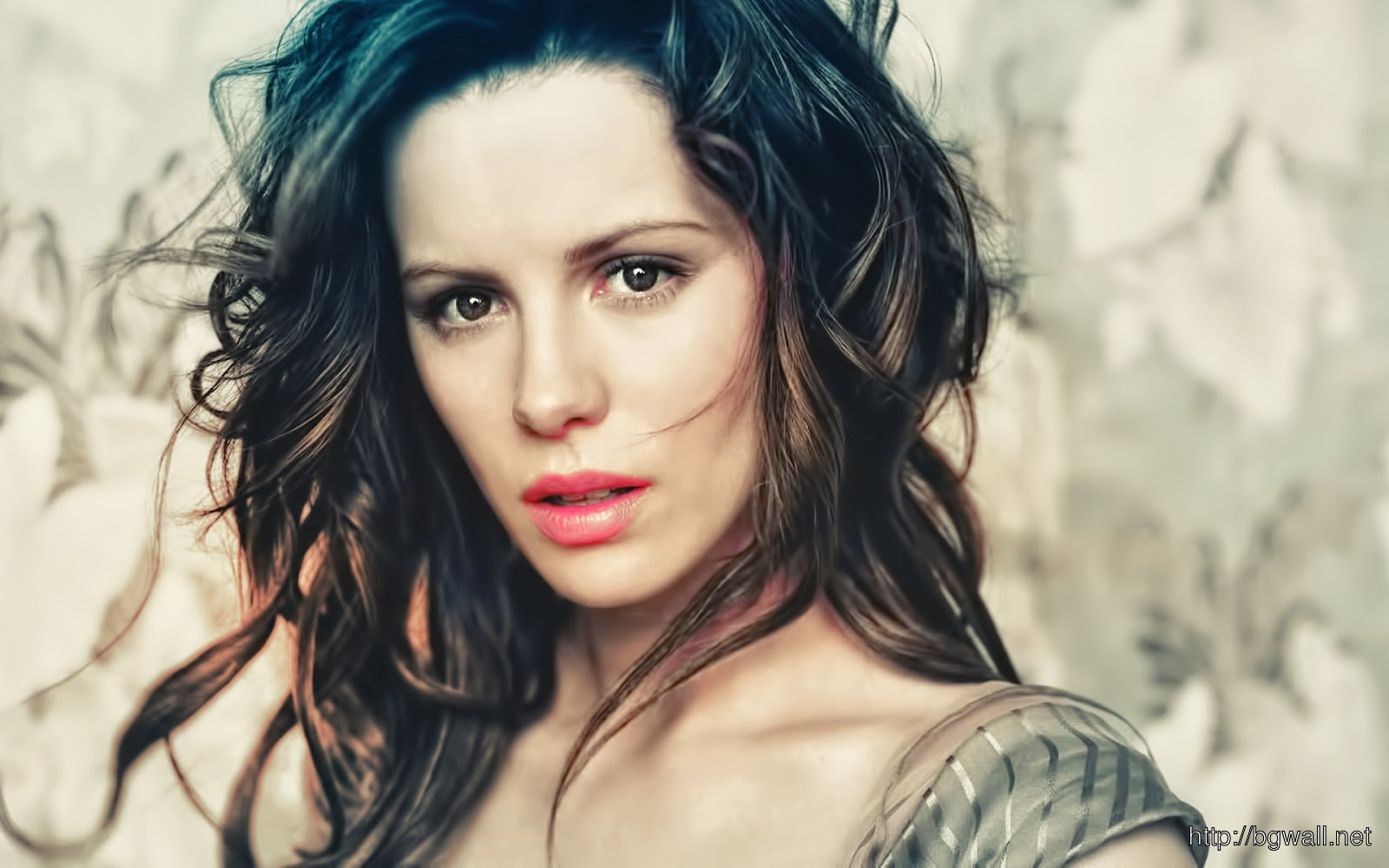 kate beckinsale looks so Sad photo