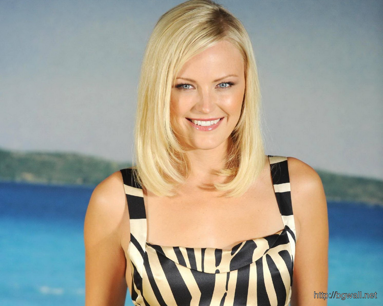 Malin Akerman Sea Side Wallpaper
