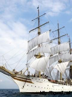 adventure-white-ship-wallpaper-computer