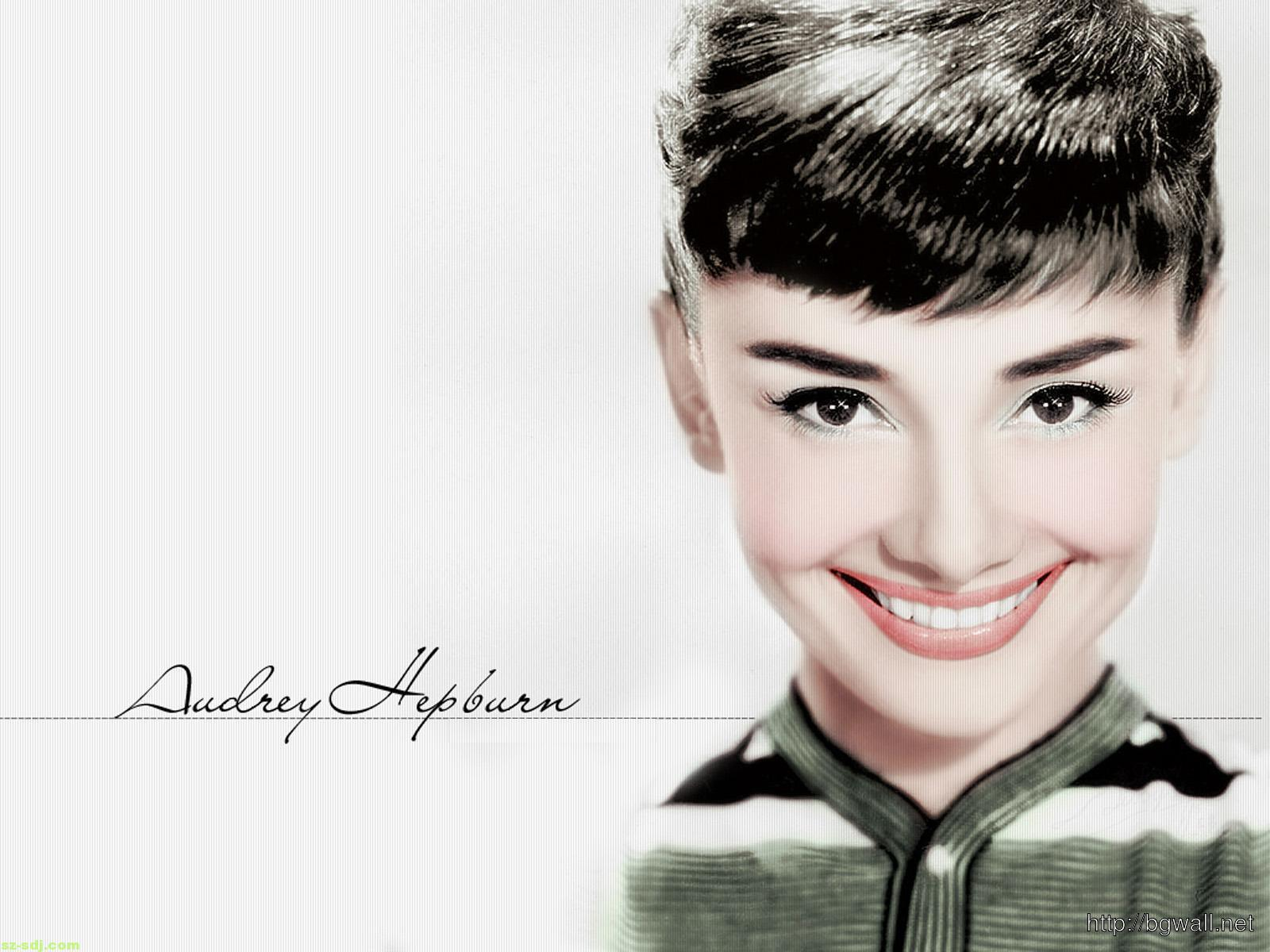 audrey-hepburn-nice-smile-wallpaper-background