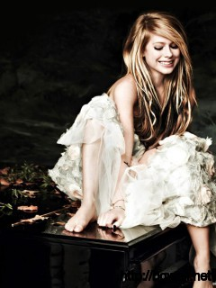 avril-lavigne-and-piano-wallpaper-hd