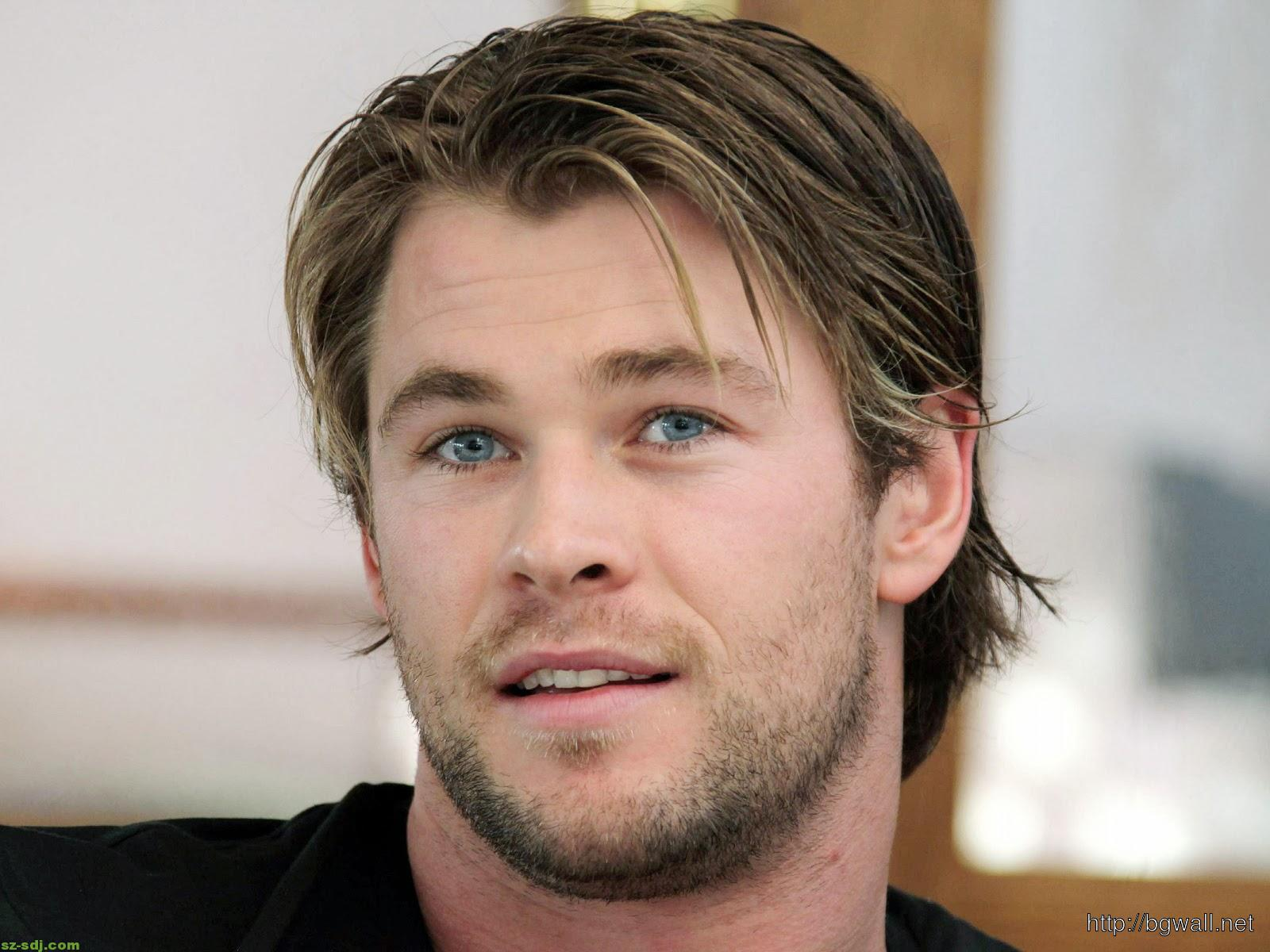 chris-hemsworth-with-his-blue-eye-wallpaper-photoshot