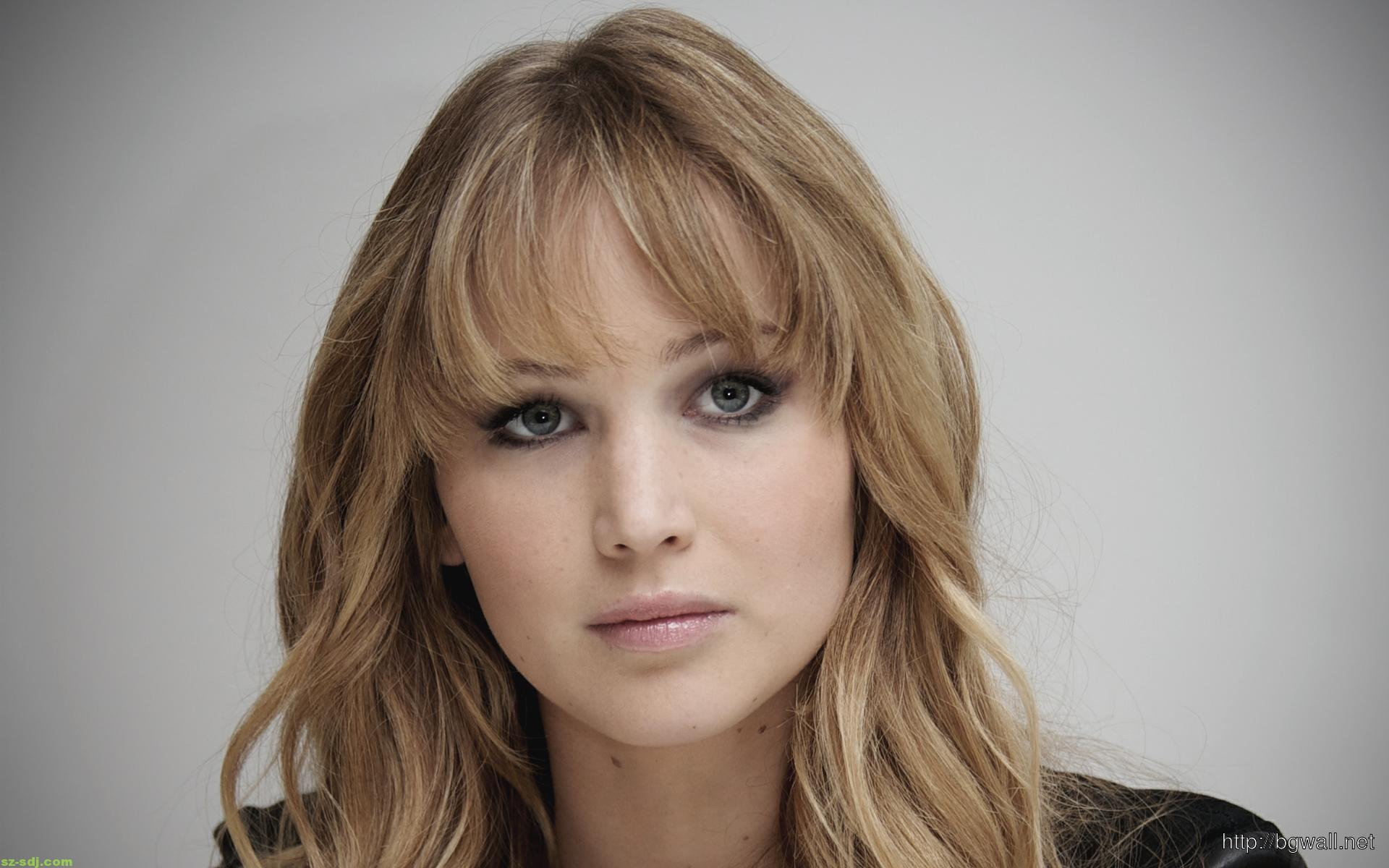cute-jennifer-lawrence-gaze-wallpaper-hd