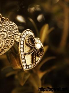 golden-pendant-wallpaper-image
