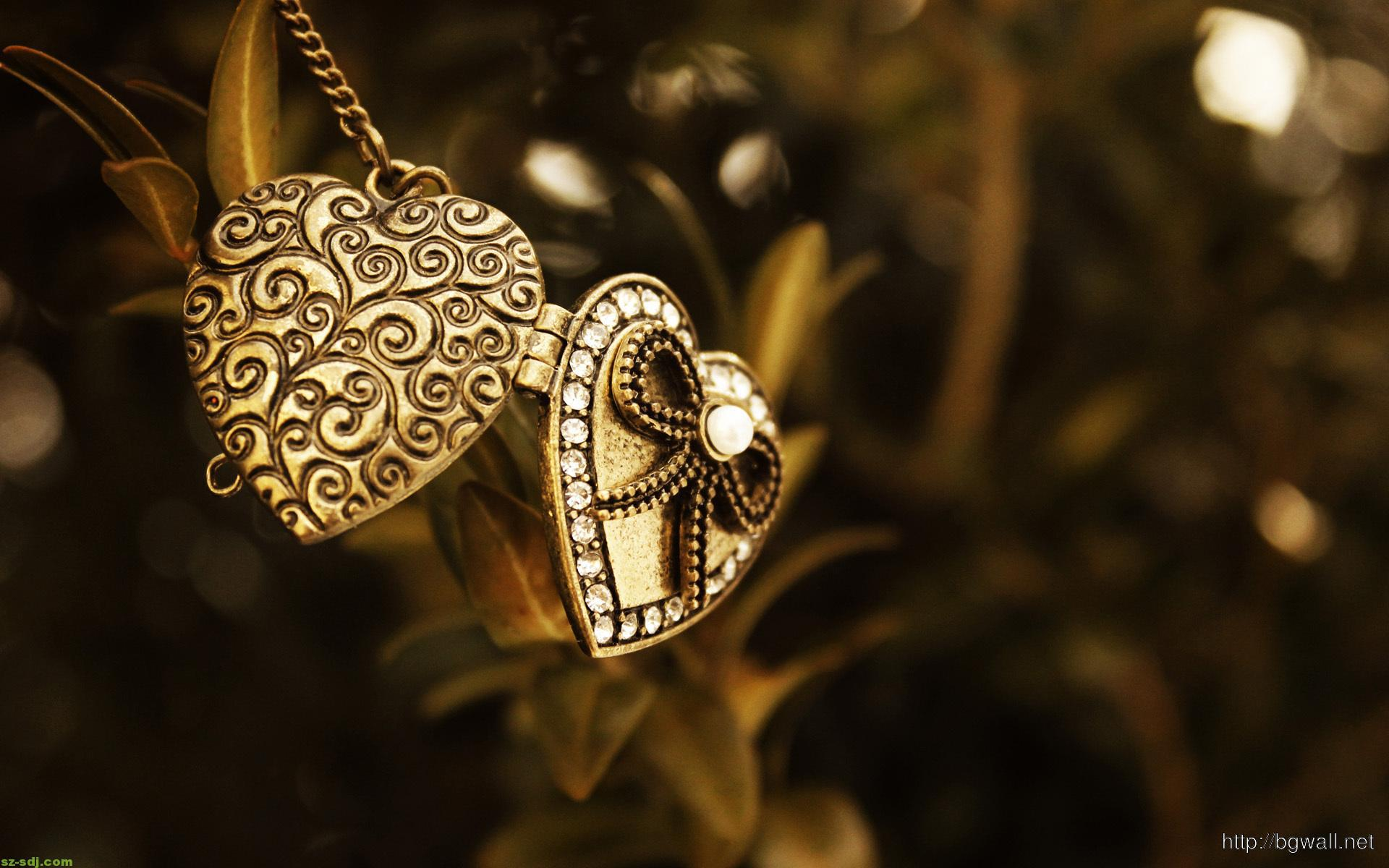 golden-pendant-wallpaper-image